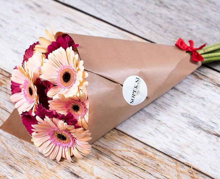Najhitrejša dostava rož na dom po območju Ljubljane in Maribora. Šopek.si Spletna cvetličarna.