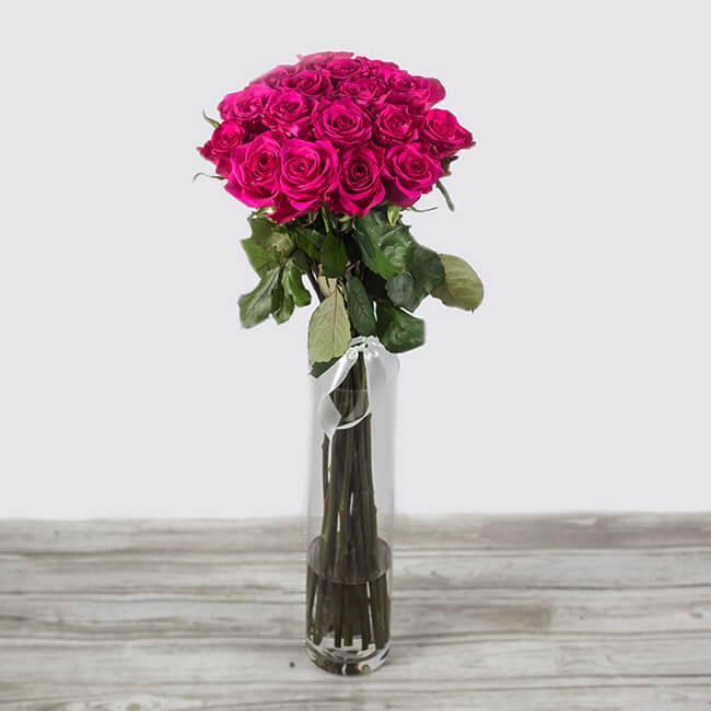 Šopek iz vrtnic Layla v vazi