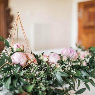 rože in šopki na poroki